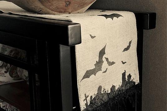 Halloween Idee Tischläufer mit Fledermäusen