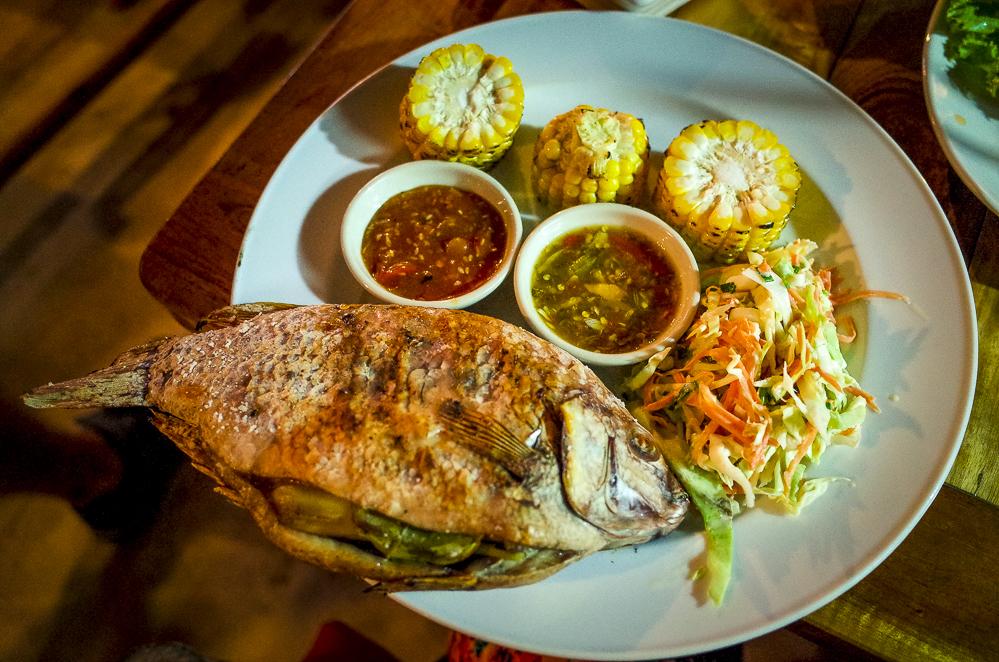 Gegrillter Fisch Thailändische Küche